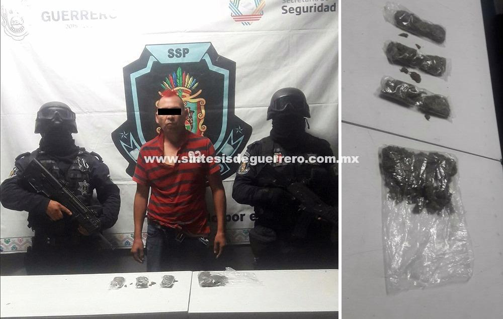 """Aseguran Policías Estatales del GTRI """"Centauro"""" en Chilpancingo a masculino en posesión de presunta marihuana"""