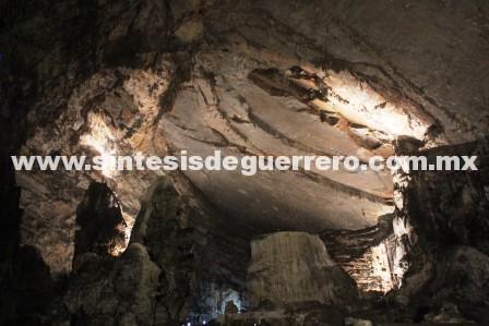 Rescatistas de Protección Civil Guerrero buscan a dos jovencitas desaparecidas en río subterráneo