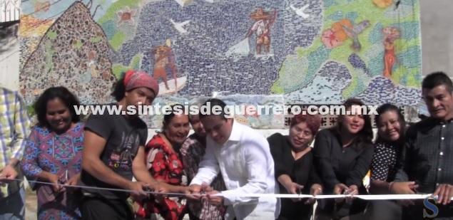 (Video) Inaugura Evodio dos nuevos murales en el barrio de Petaquillas