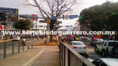 Puñado de jóvenes desquician Acapulco