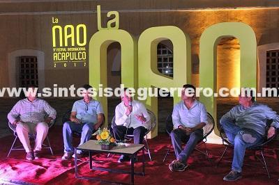 """(Video) Alcalde de Acapulco canta """"Mátalas"""""""