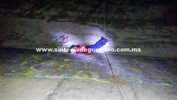 Asesinan a un hombre y tiran su cuerpo al canal de La Boquita en Zihuatanejo