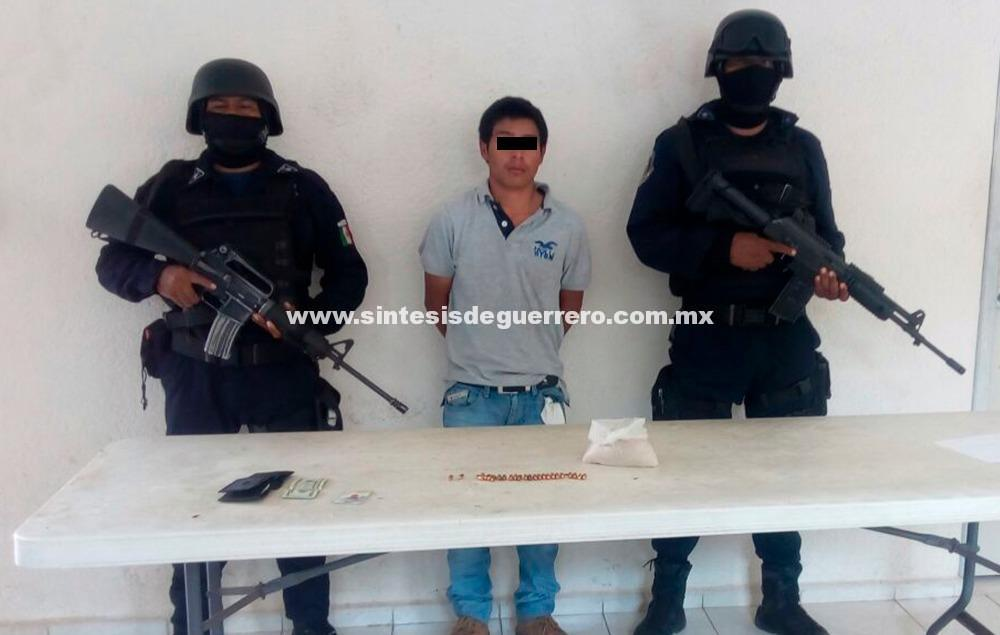 Asegura Policía Estatal en sierra de Tecpan de Galeana a masculino en posesión de presunta goma de opio
