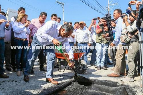 Arranca Astudillo Flores programa de bacheo para 36 calles de la capital del estado