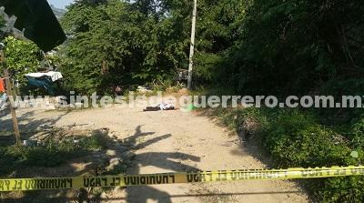 Asesinan a un hombre y dejan narcomensaje, en Zihuatanejo