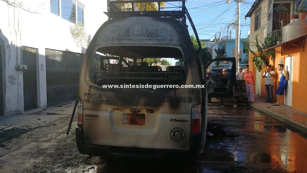 Grupo armado quema urvan de Pueblo Viejo, en Chilpancingo