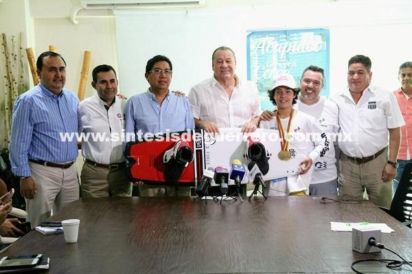Presentan el tercer nacional de wakeboard que se realizará en la laguna de Coyuca