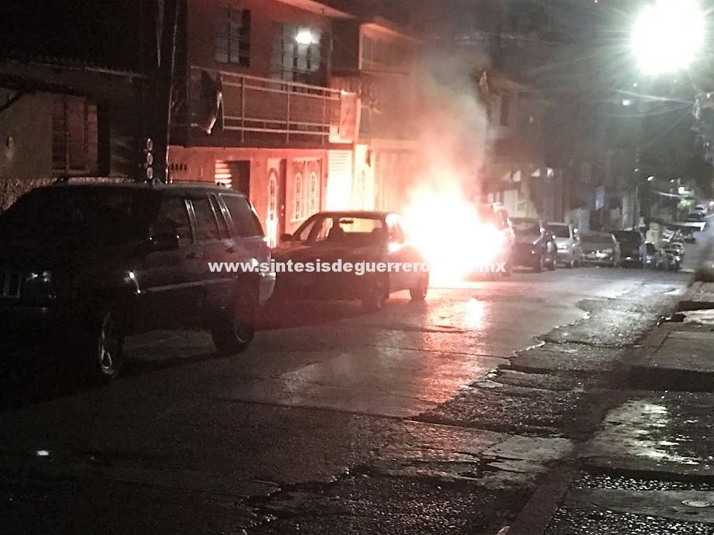 Queman camioneta en el centro de Chilpancingo