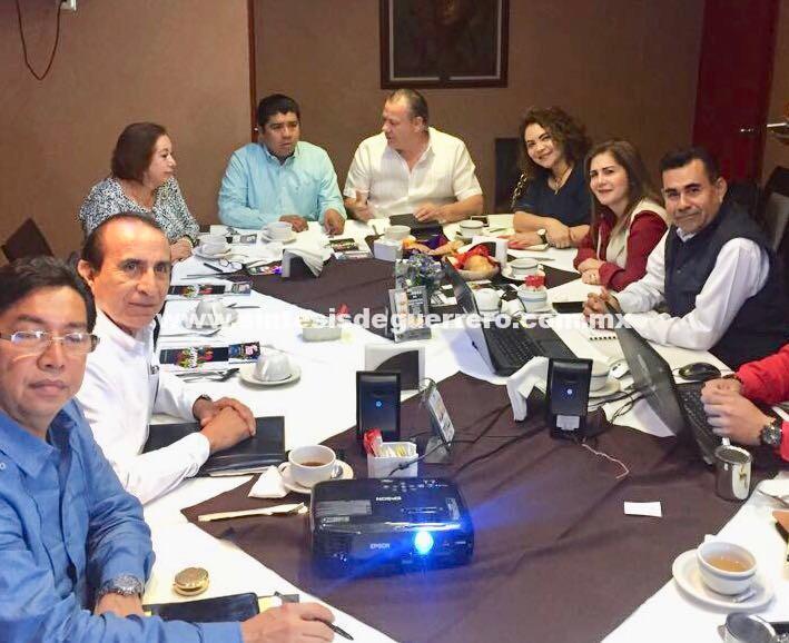 Preside Ernesto Rodríguez reunión de trabajo con diputados del Congreso Local