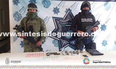 Policía Estatal y Ejército Mexicano aseguraron en Zihuatanejo un arma de fuego, cartuchos útiles y presunta droga