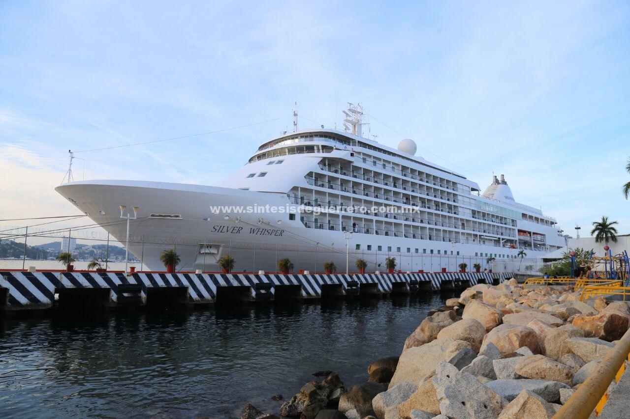 Llegó el crucero Silver Whisper a Acapulco, el último del año
