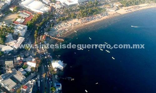 """Unidad Aeromóvil de la SSP Guerrero sobrevuela playas de Acapulco y autopista del sol por operativo """"Invierno 2017"""""""