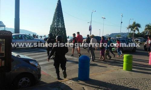 En Acapulco policías Estatales continúan resguardando la zona turística y comercial del puerto