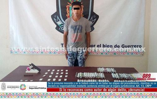 Asegura policía Estatal en Acapulco a dos masculinos en posesión de presunta cocaína, marihuana y arma de fuego