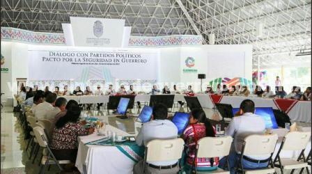 (Video) Se reúne gobernador con integrantes del PRD por el Pacto por la Seguridad en Guerrero