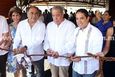 """Inauguran Evodio y Astudillo restaurante """"Península"""""""