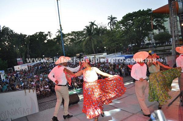 Artesanías, música, danzas y gastronomía se disfruta de esta fiesta guerrerense que concluye hasta el 17 de diciembre.