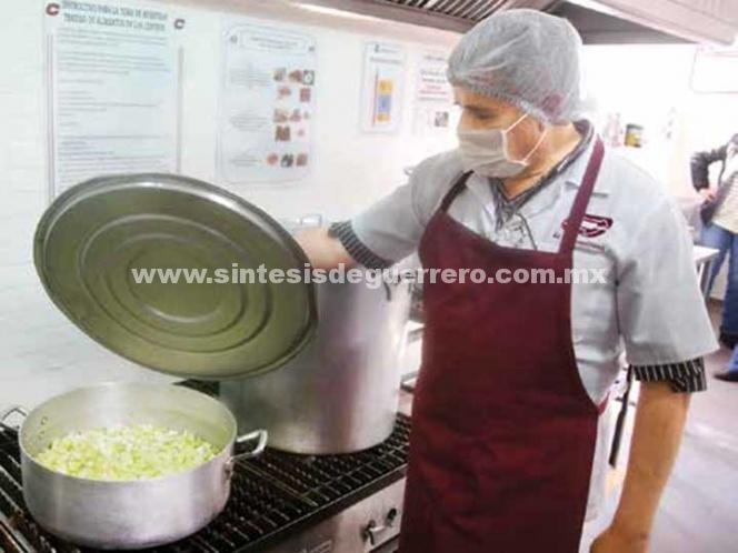 Preparan las cenas para el Zócalo y delegaciones; afectados por 19-S recibirán platillos