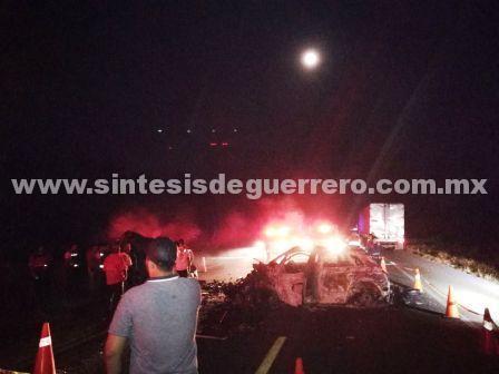 Diez muertos en choque e incendio en Tecpan de Galeana, Guerrero
