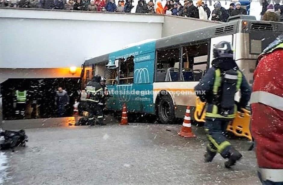 Autobús atropelló a una multitud en Moscú; hay al menos cinco muertos
