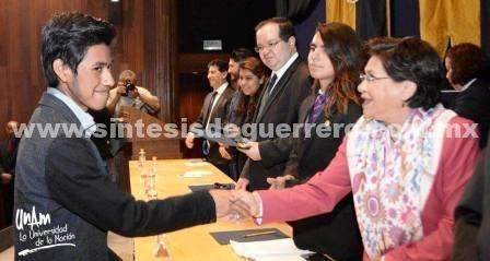 Guerrerense gana oro en olimpiada de conocimiento en la UNAM