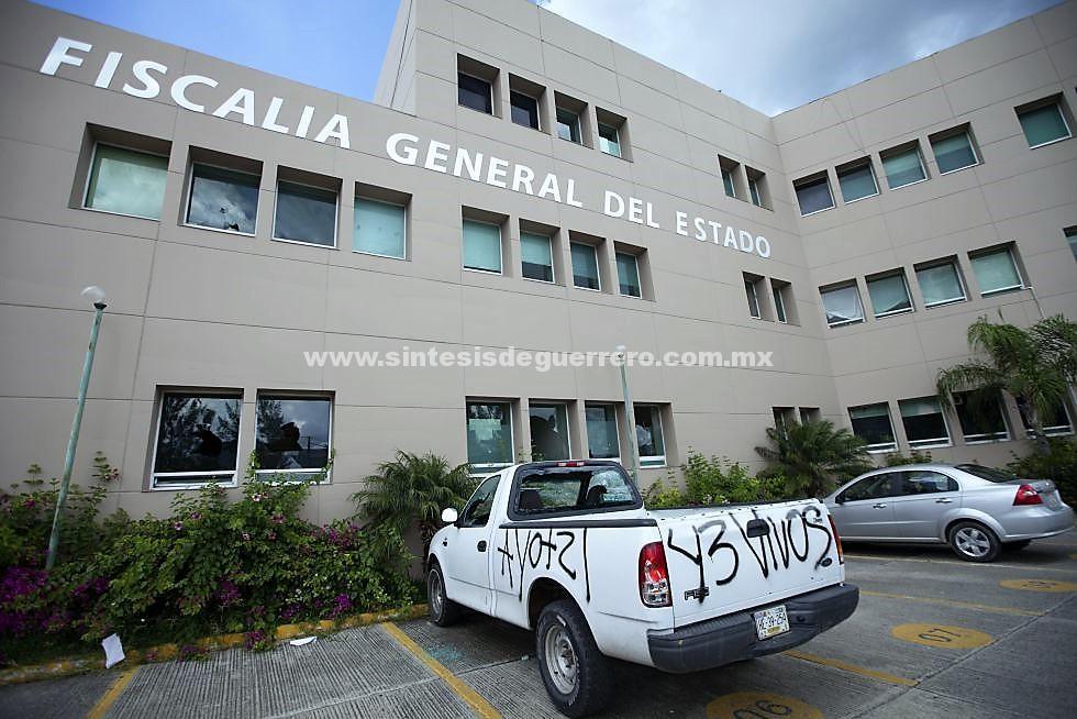 Camionetas nuevas que entregó el gobernador de Guerrero a la Fiscalía las usan sólo los altos mandos