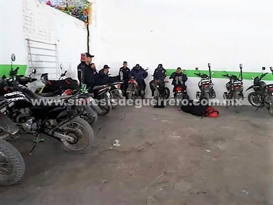 Paran policías y administrativos de Tlapa; les adeudan quincena de diciembre