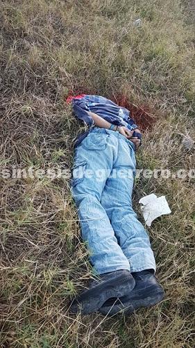 Decapitan a un hombre en Chilapa y queman un taxi