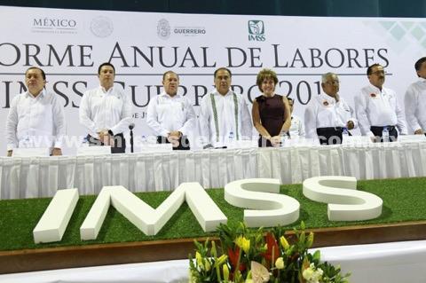 Felicita el gobernador Astudillo al delegado y a empleados del IMSS por mantener buenos resultados