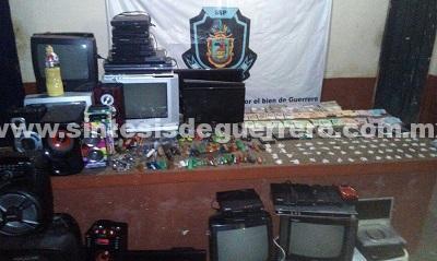 Tras requisa, Policía Estatal aseguró en el CERERESO de Iguala presunta droga, dinero en efectivo, armas punzocortantes, celulares y aparatos electrónicos