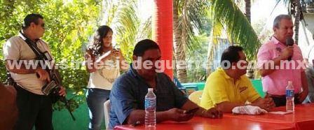 Precandidato del PRD busca alcaldía de Acapulco con cuernos de chivo