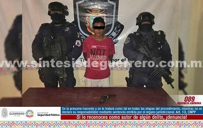 """Elementos del GTRI """"Centauro"""" y PEA aseguraron en Acapulco a masculino en posesión de un arma de fuego"""