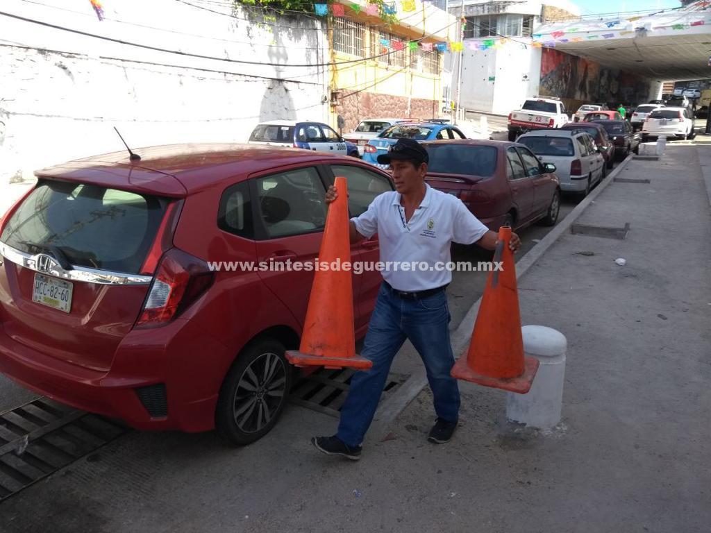 Realiza Vía Pública operativo para liberar espacios en calles del centro