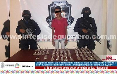 Policía Estatal asegura en Acapulco a dos masculinos en posesión de presunta droga