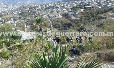 Encuentran fosa con cuatro cuerpos en colonia de Chilpancingo, y siguen excavaciones