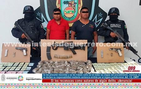 Aseguran policía Estatal y ejército Mexicano en Ometepec a dos masculinos en poder de armamento