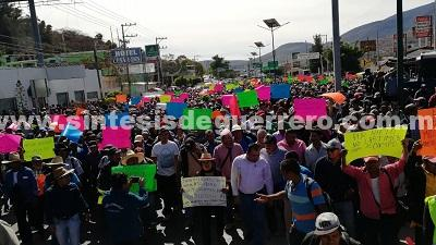 Campesinos marchan en Chilpancingo, toman Palacio de Gobierno y la Autopista del Sol