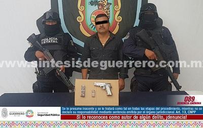Policías estatales aseguraron en Ometepec a masculino en posesión de arma de fuego de uso exclusivo de las fuerzas armadas