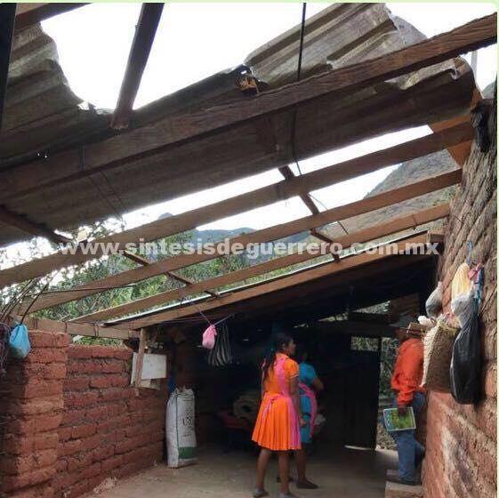 Atiende Protección Civil Estatal a afectados por rachas de vientos en Chilapa