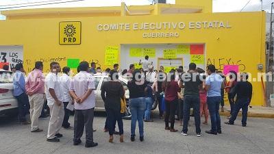 Sella GG las puertas de las oficinas estatales del PRD; amagan con no ir con el Frente