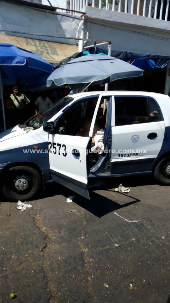 Un taxista fue asesinado a balazos y una mujer quedó herida en el sitio ubicado en la glorieta del fraccionamiento Costa Azul