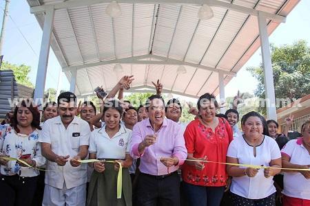 Inaugura Evodio obras en colonias de la zona poniente