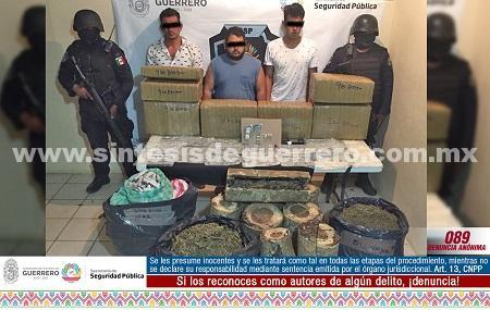 Asegura Policía Estatal Acreditable en Acapulco a 3 masculinos en posesión de 109 kilos de presunta marihuana