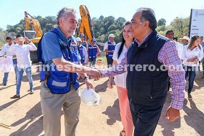#ReconstruyendoGuerrero Astudillo Flores da el banderazo de inicio de la primera etapa de la pavimentación del camino Tetipac-San Andrés