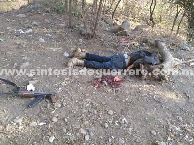 Dos muertos por enfrentamiento entre civiles y policías, en Coyuca de Catalán