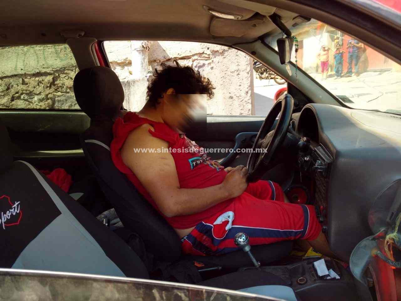Asesinan a un hombre dentro de su vehículo, en Tlapa