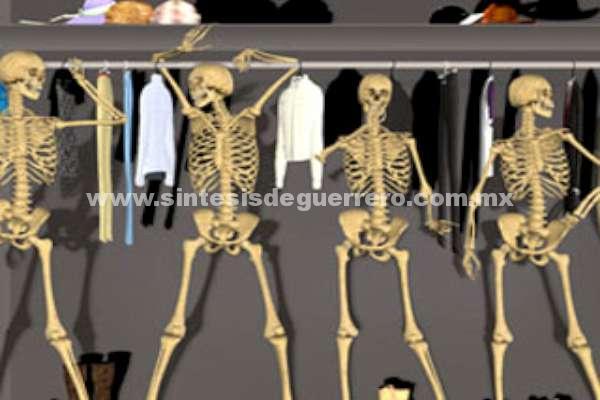 Índice Político: ¿Cuántos esqueletos hay en el clóset del gabinetito de EPN?