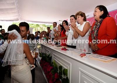 Preside Mercedes Calvo Boda de 281 parejas en el zócalo de Chilpancingo