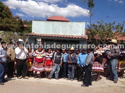 Indígenas de Ahuixtla, protestan en la Delegación de Servicios Educativos en Chilapa