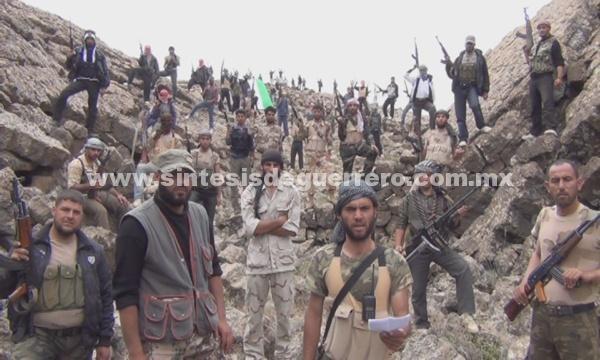 Rebeldes sirios derriban un posible avión ruso en el este de Idleb